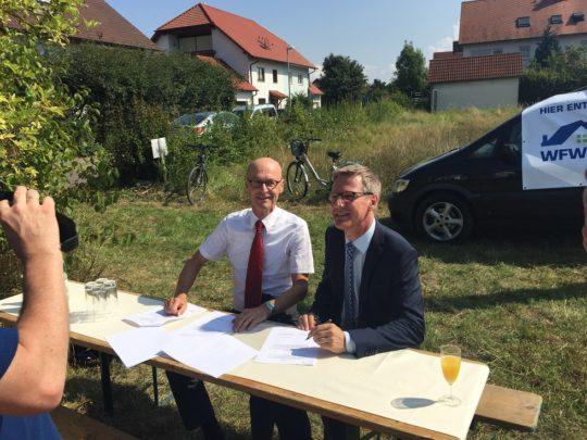 IMG_3450 vor der Unterschrift des Betreuungsvertrages